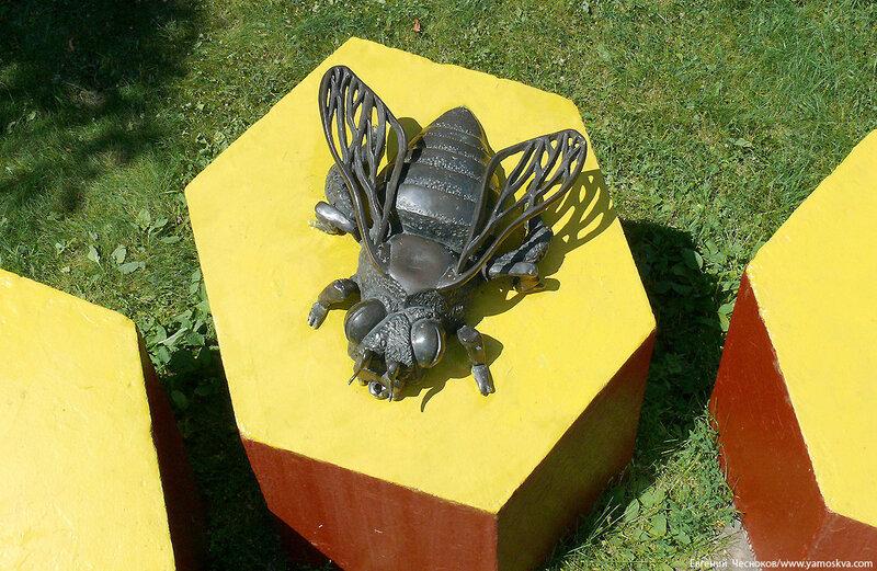 03. Парк Кузьминки. 05.07.10.доп16.Пчела...jpg