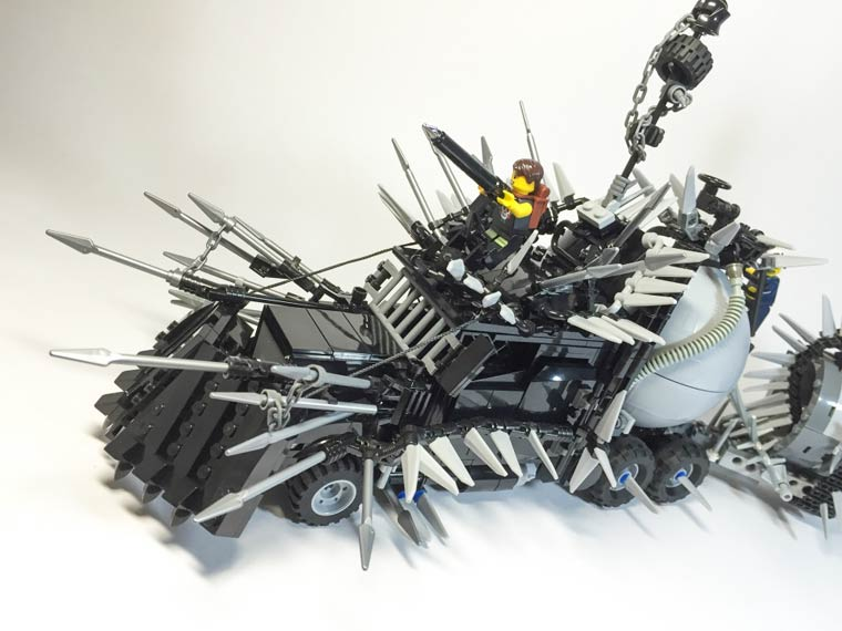The Mad Max vehicles in LEGO! (17 pics)