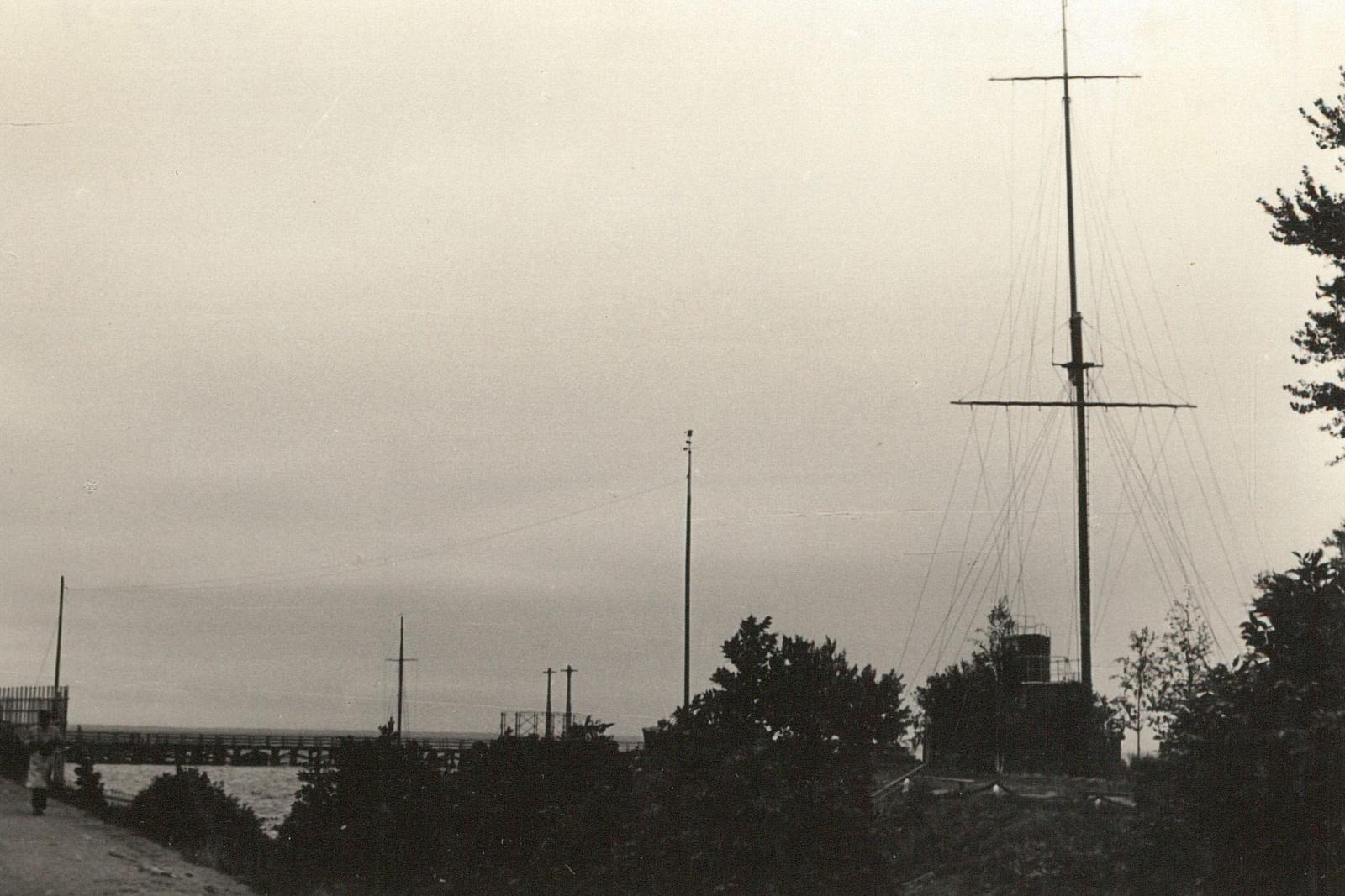 Петергоф. Вид из Петергофского дворца на Финский залив