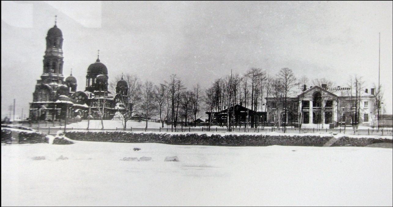 Свято-Троицкий храм и дом графа Шувалова