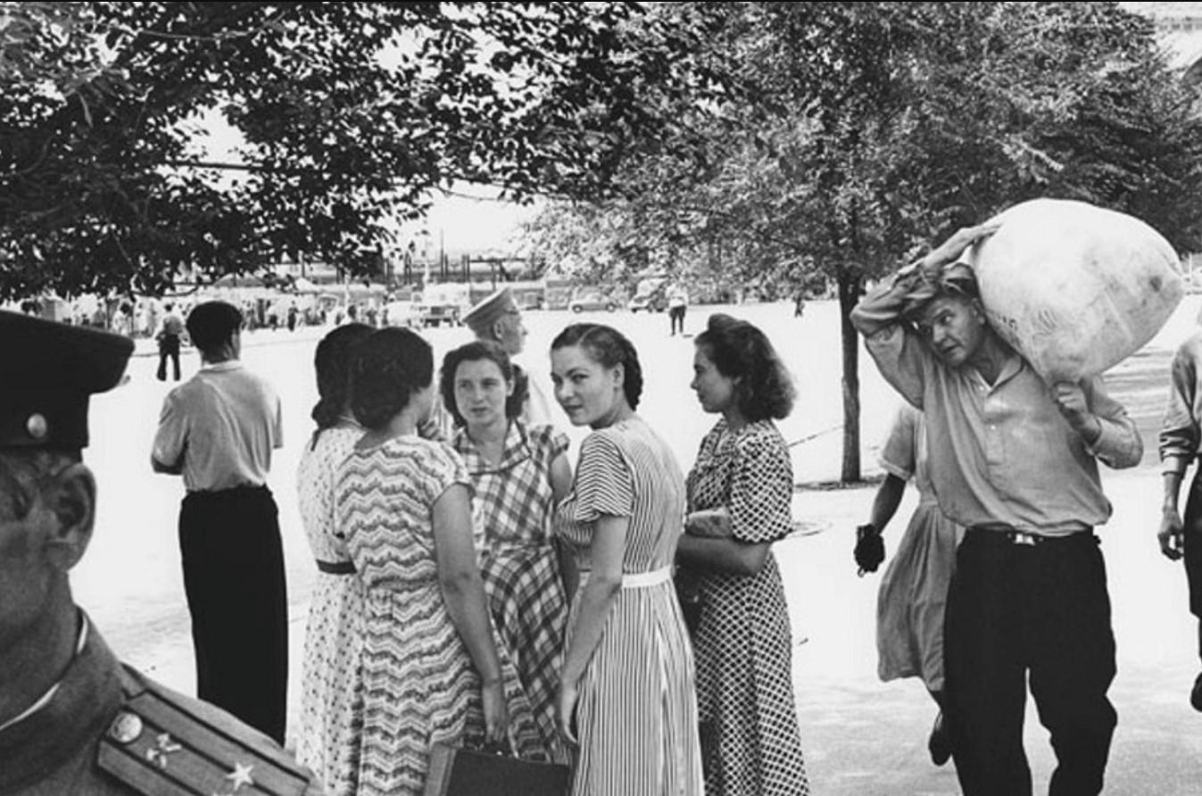 Уличная сцена в Сталинграде,  1955