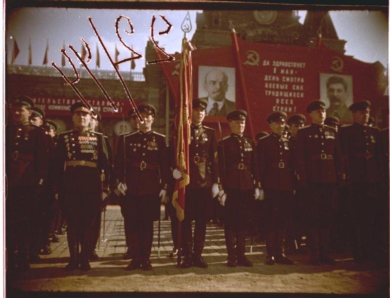 Первомайская демонстрация 1947 г. в Москве. Владислав Микоша3.jpg
