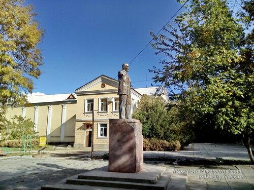 Безрукий Ленин в Абрикосовке, Крым