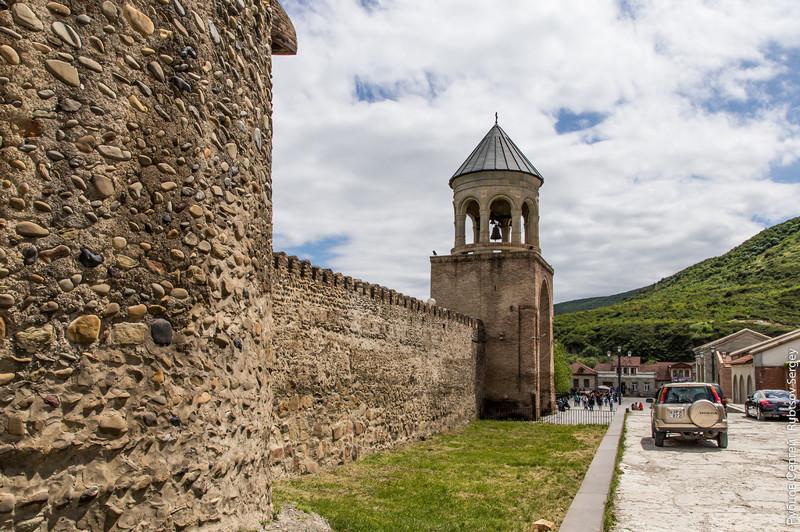 В Мцхете я прогулялся по территории и посетил кафедральный патриарший храм Светицховели, который дол