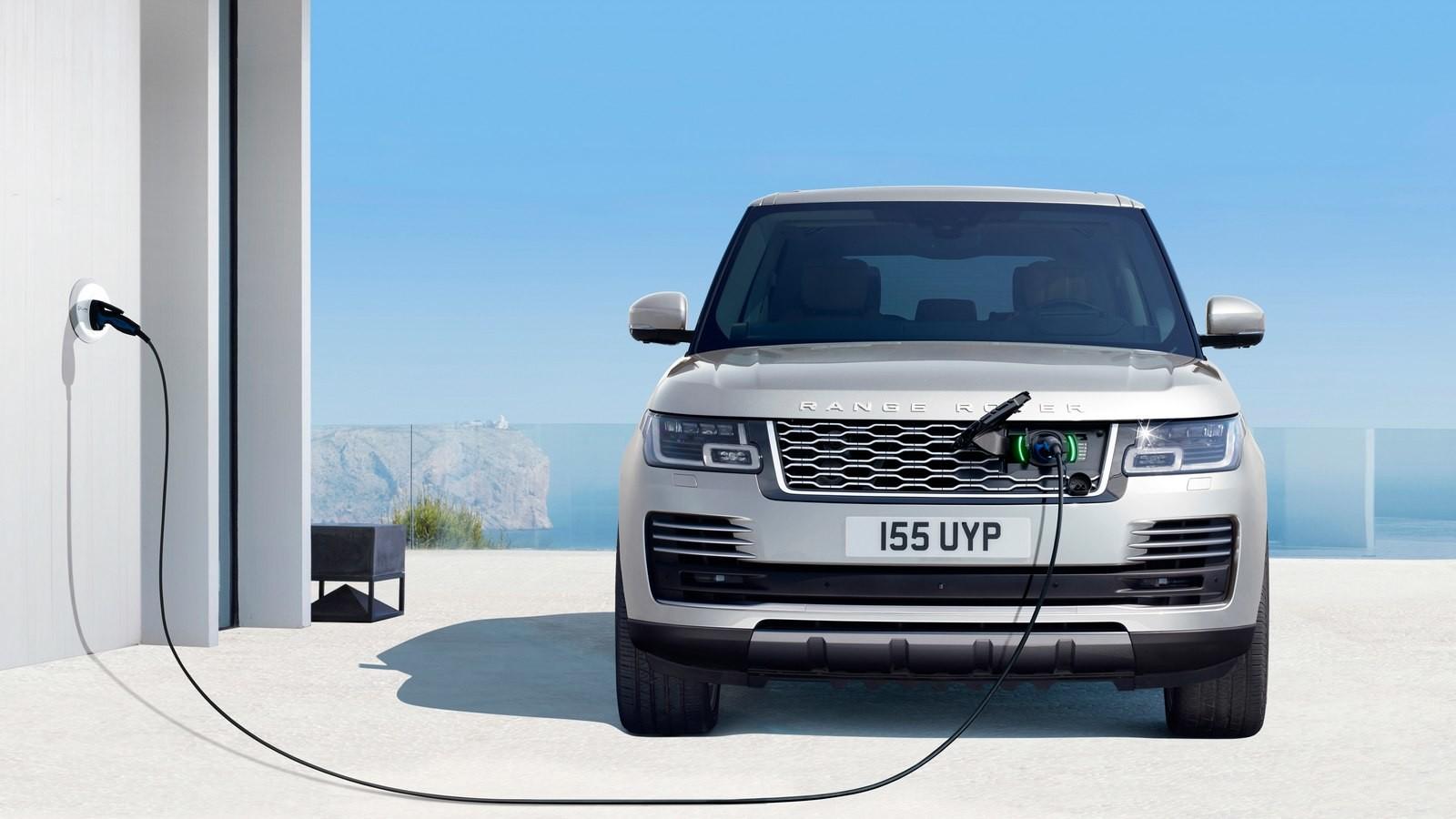 Range Rover Autobiography P400e  На руле обновленного внедорожника теперь располагаются сенсорные