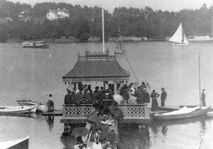 Общий вид озера в Шувалове