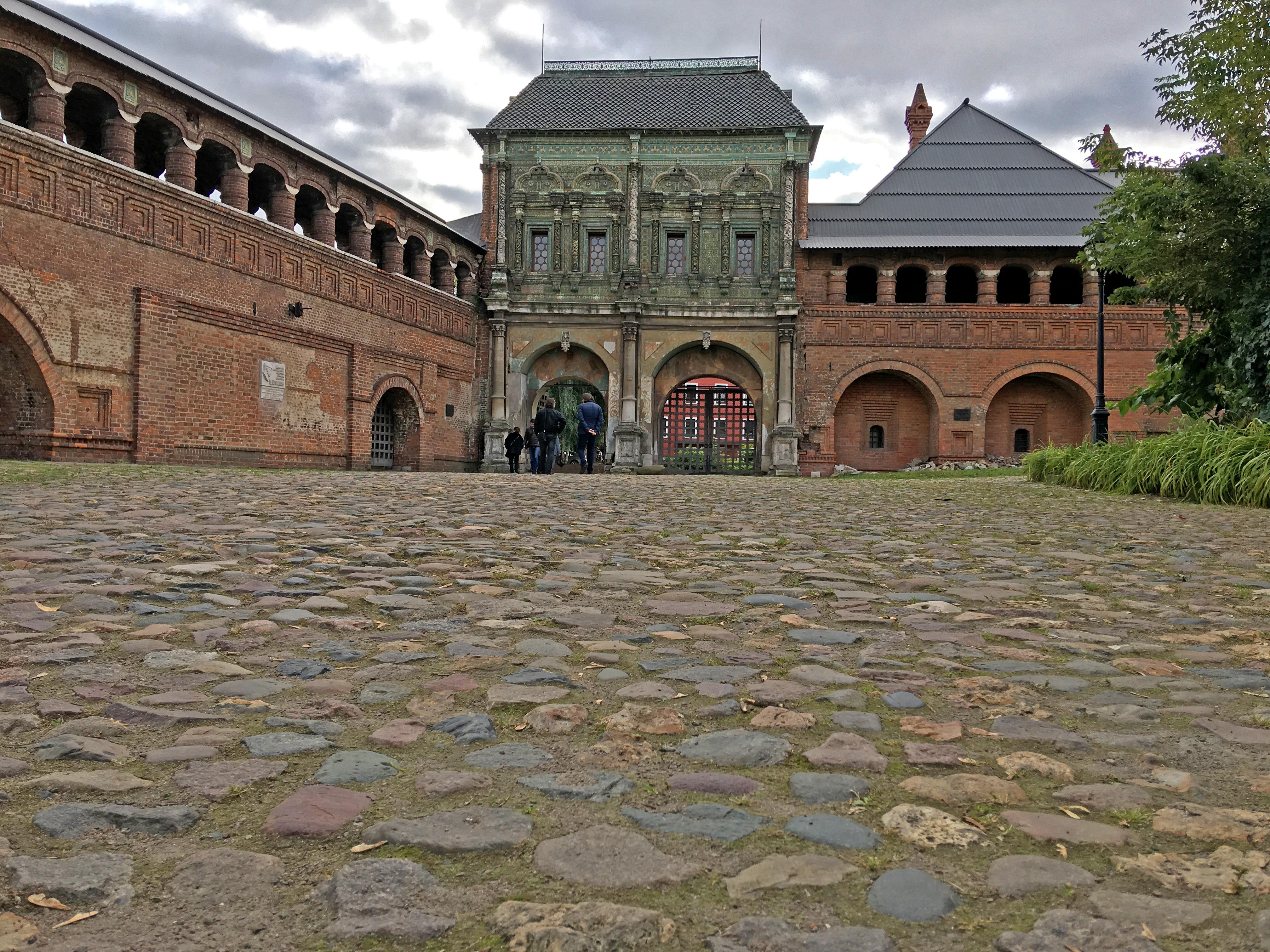 Крутицкое подворье - ближайшее историческое место к месту моего проживания в Москве.