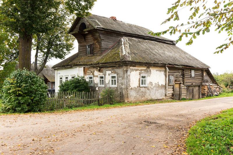 старинный каменный дом в деревне Усадищи, Ленинградская область