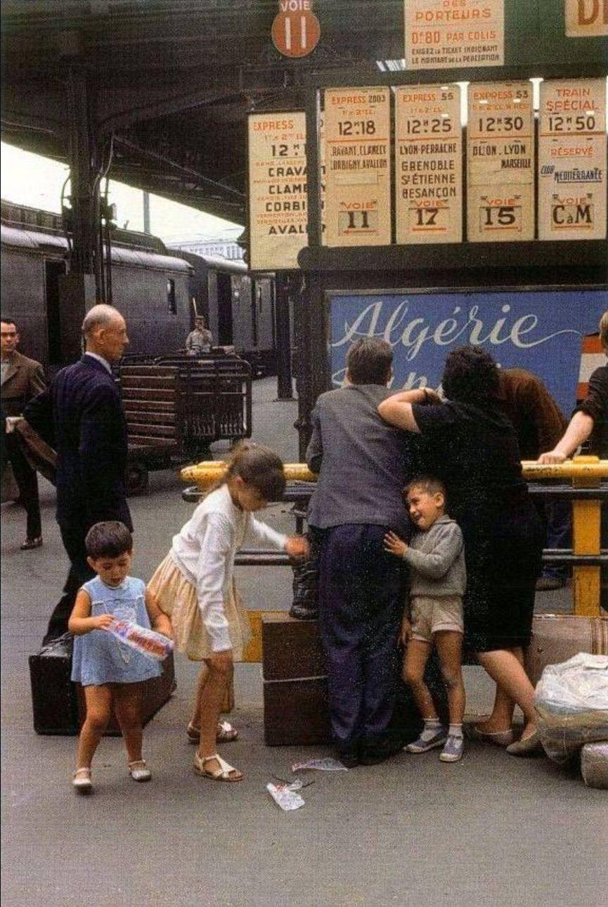 1960-е. Семья отправляется на отдых с Лионского вокзала