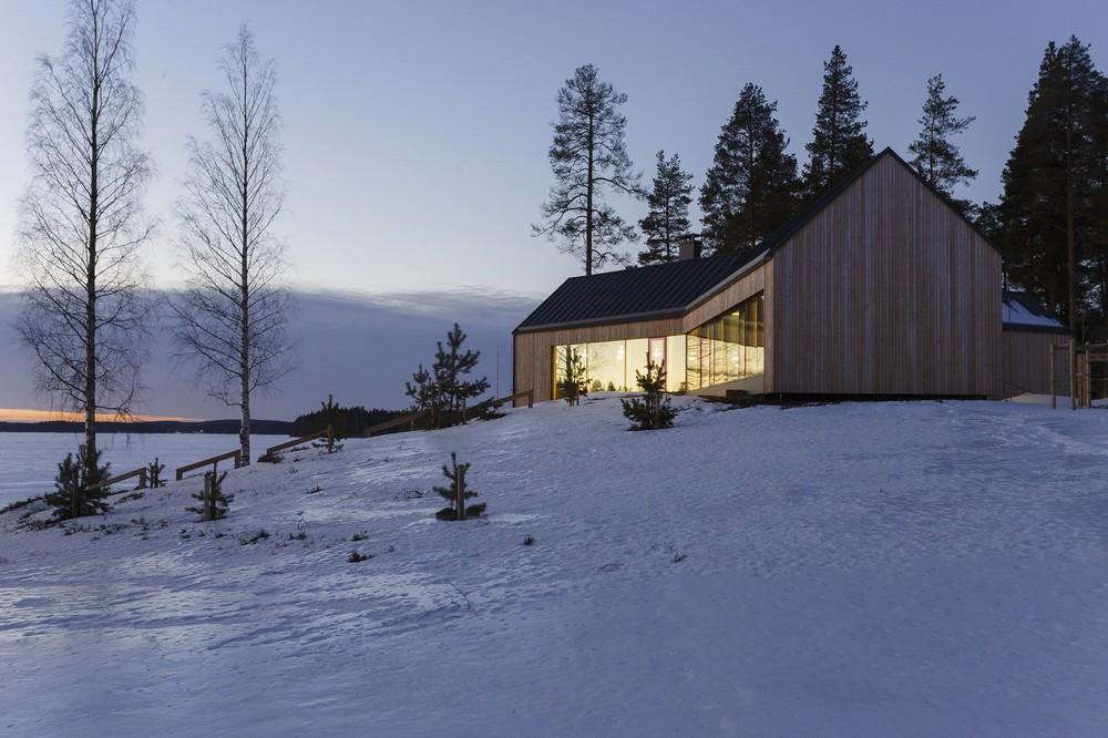 Загородный дом с видом на озеро в Финляндии