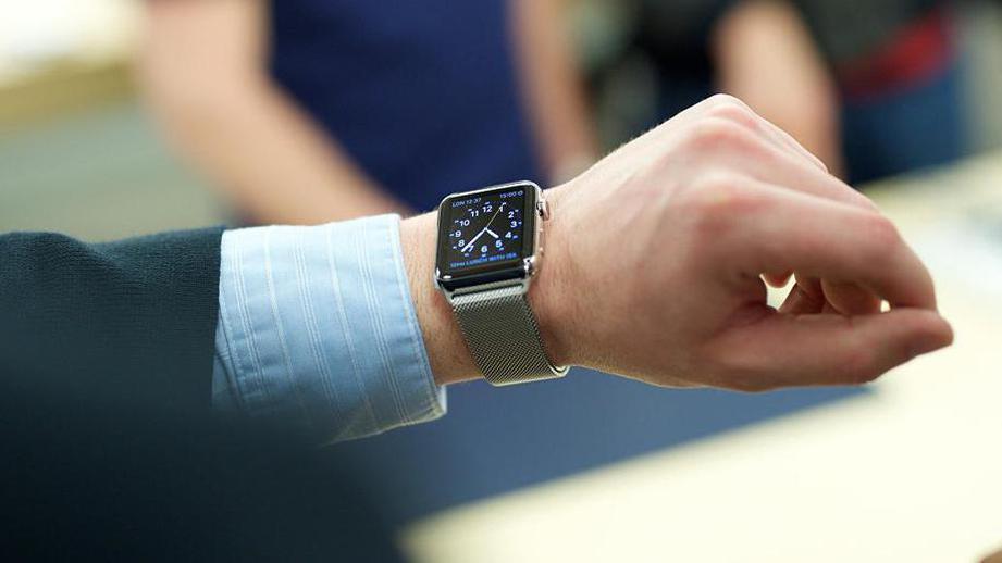 Apple: вновых часах Apple Watch существуют проблемы ссотовой связью
