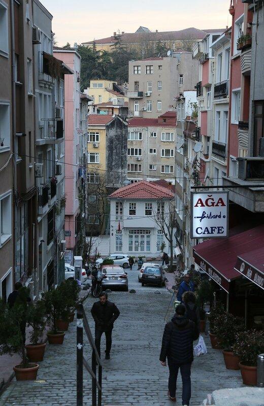 Istanbul, Beoglu, Kulolu Quarter (Kuloğlu Mh).  Taktaki Ykş Street