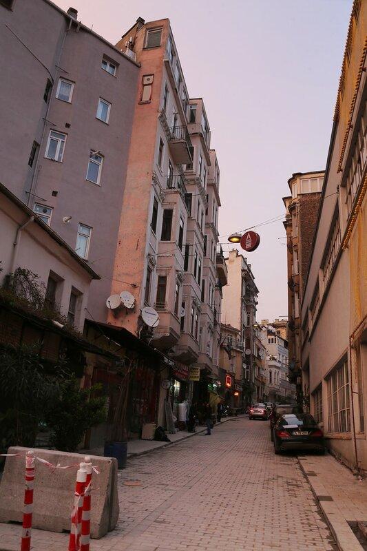 Istanbul.  Beoglu.  Yeni Çarşı Caddesi Street