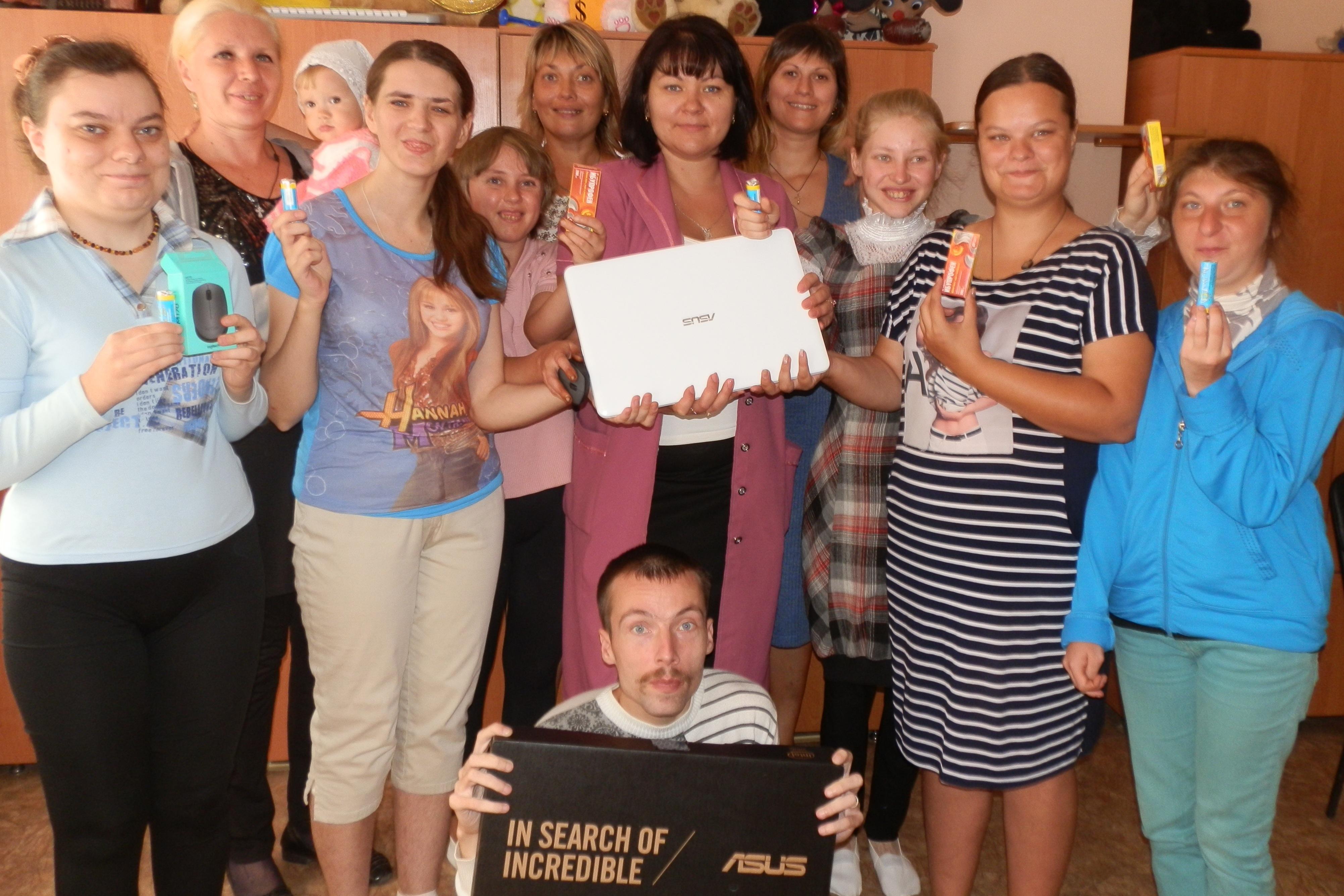 Воспитанники Алчевской духовной лечебницы с подарком от Совета муниципальных образований