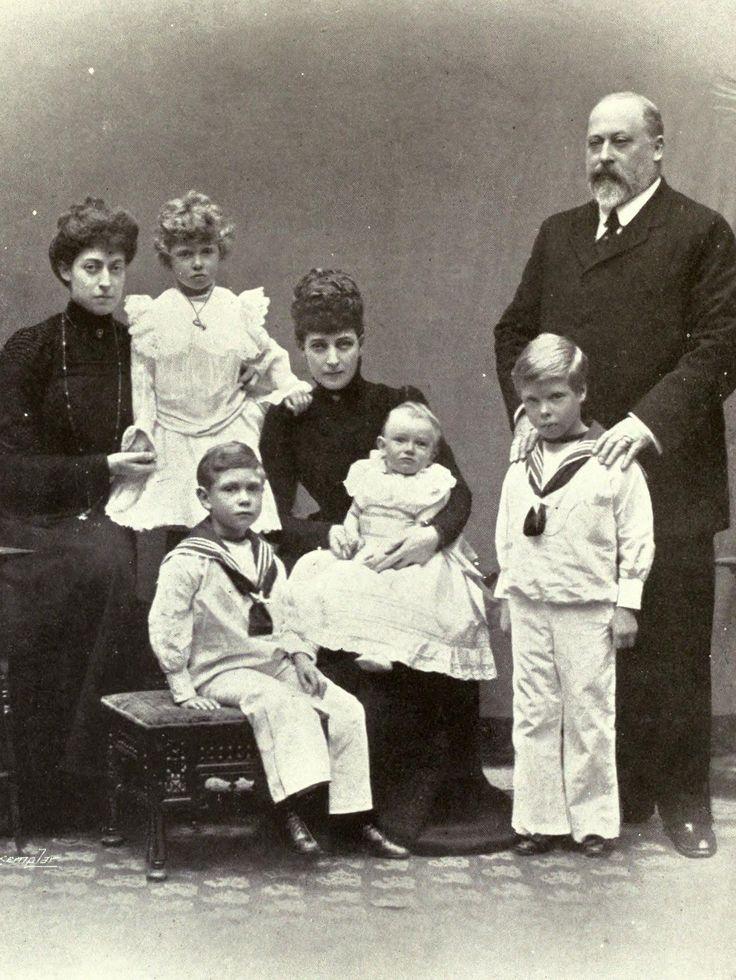 А у сына королевы Виктории, короля Эдуарда VII и его жены Александры Датской детей было шестеро (оди