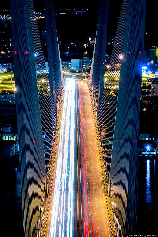 12. Общая длина моста 1388 метров, протяженность главного пролета 737 метров. По переправе ор