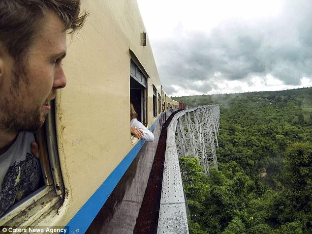 О, счастливчик: британский турист чуть не умер на Эвересте, а в Мьянме его поезд сошел с рельсов