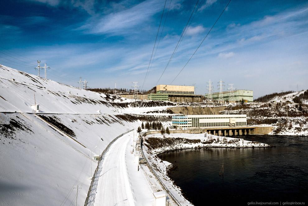 42. Потерна — нижняя отметка ГЭС. Подземная галерея, предназначенная для сбора и отвода протечек.