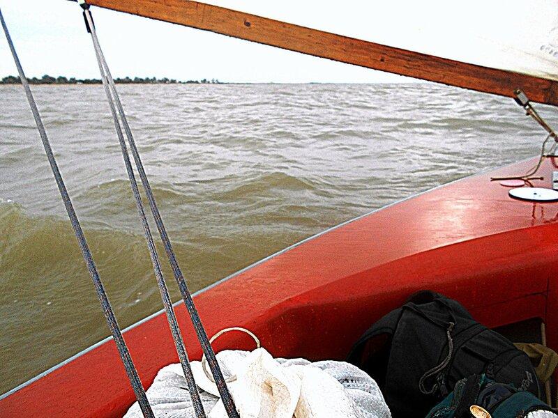 Уходим домой, высадка не берег Ясенский отменилась - дождь, брызги волн, всё промокло... DSCN4788.JPG