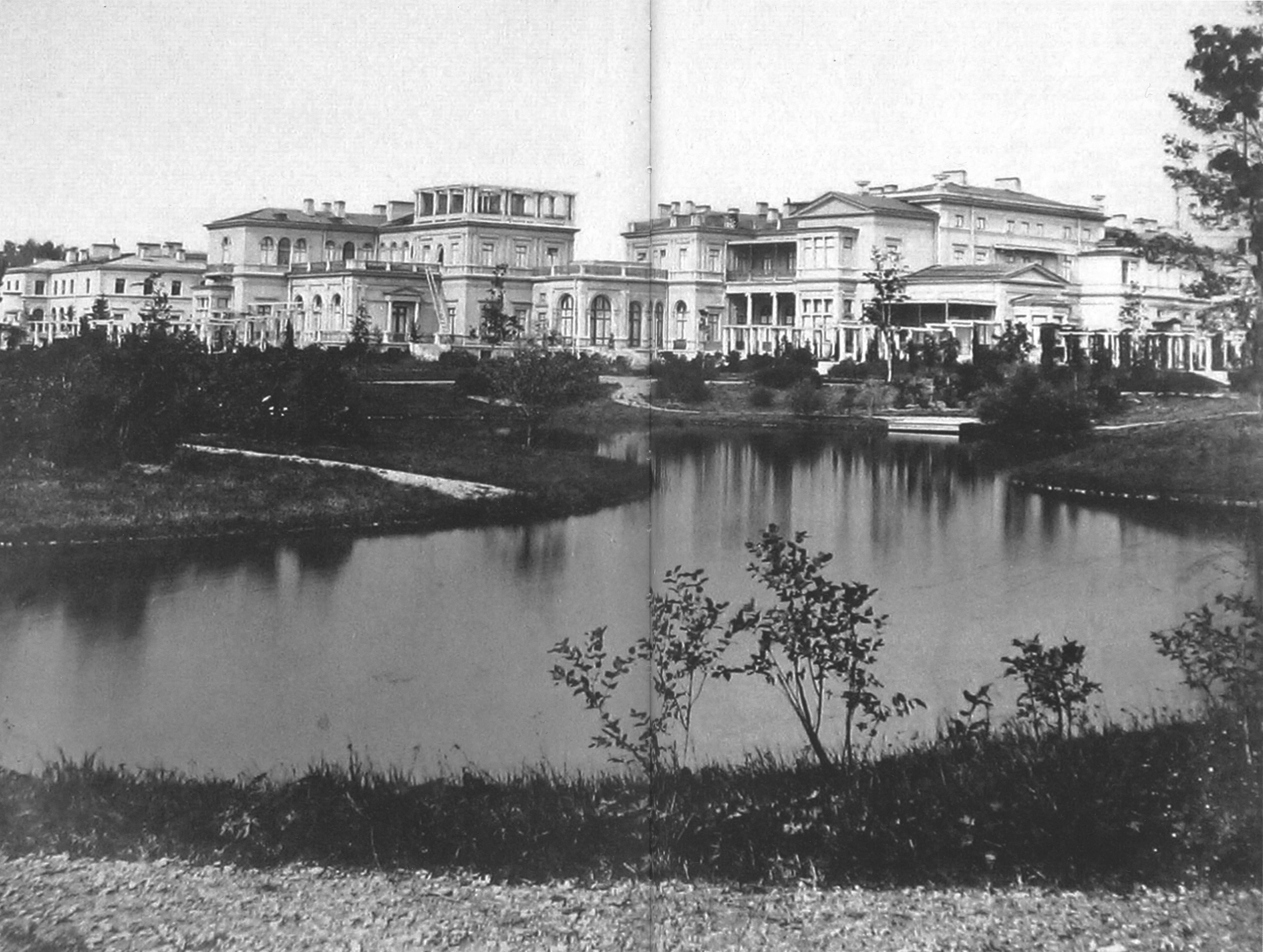 Дворец в Михайловке. Вид с юга. 1965