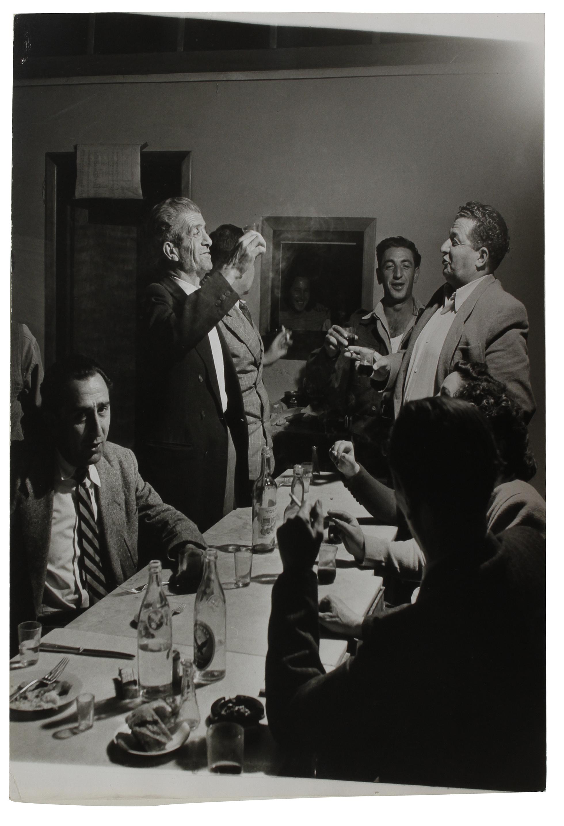 1948. Политическая встреча. Роберт Капа