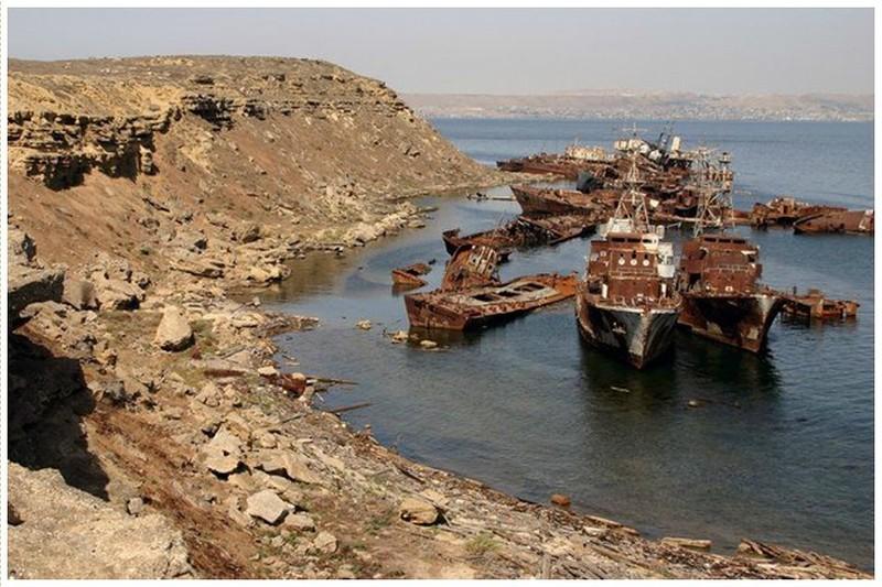 0 182c01 fd42fb2b orig - На мели: фото брошенных кораблей