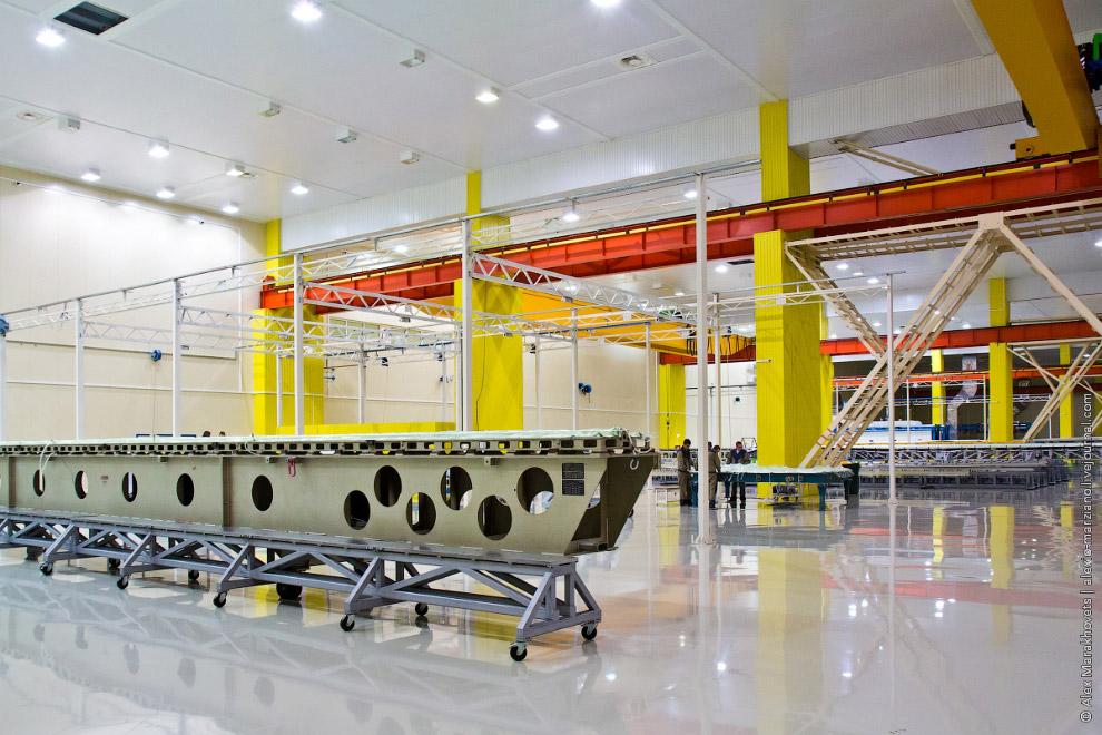 5. Тяжёлые конструкции оснастки транспортируются к месту выкладки на специальных платформах.