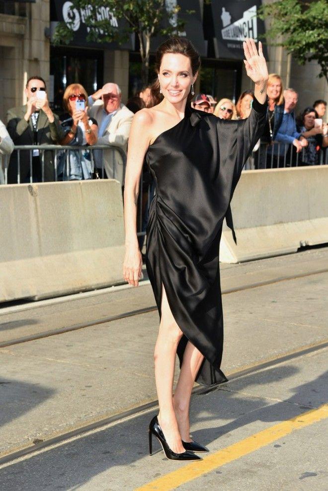 Неудачное платье подчеркнуло пугающую худобу Джоли
