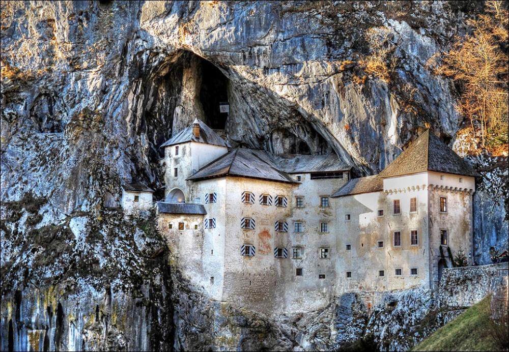 © pinterest     Предъямский замок впещере, Словения.