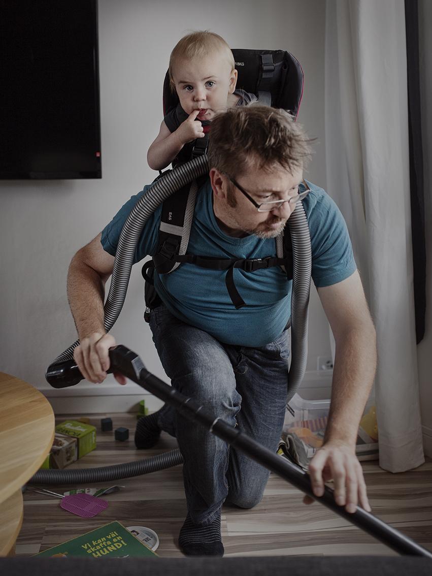 Ола Ларссон, 41 год. Взял отпуск на 8 месяцев и отлично проводит время со своим сыном Густавом.