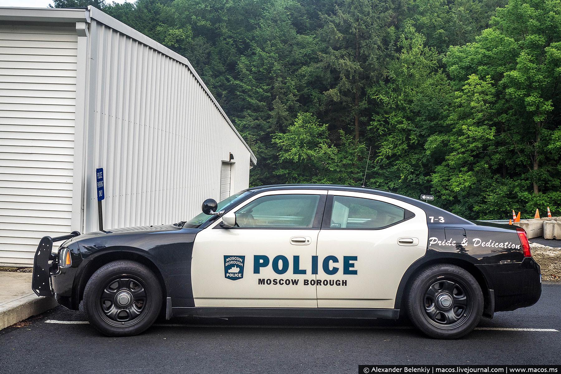 Здесь же полицейский участок, скорее всего, одна комната. И автомобиль один, даже тот без мигалки. Б