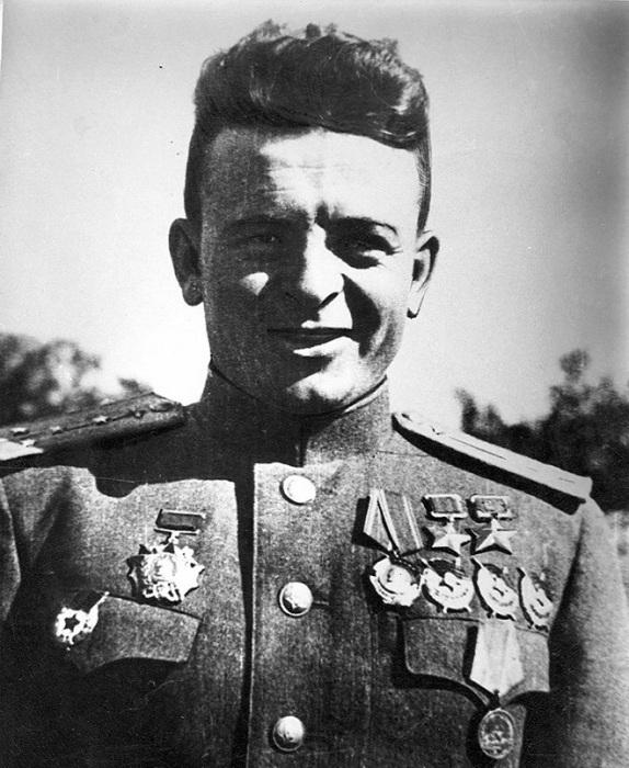 Карпов Александр Терентьевич — командир эскадрильи 123-го/27-го Выборгского гвардейского истре