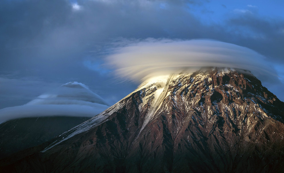 7. Понятие действующего вулкана достаточно относительное. Действующим принято считать вулкан, изверг