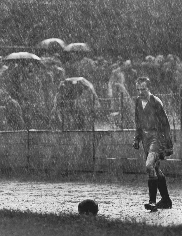 Образ одинокого вратаря команды Sparta Praha в проливной дождь был выбран победителем конкурса World