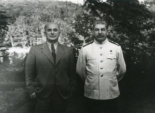Иосиф Сталин и Лаврентий Берия (1 фото)
