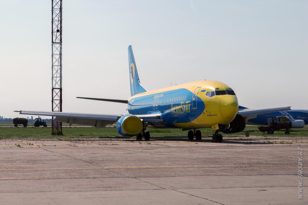 B-737_UR-KIV_Aerosvit_3.JPG