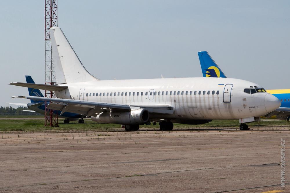 B-737-200_UR-BVY_Aerosvit.JPG