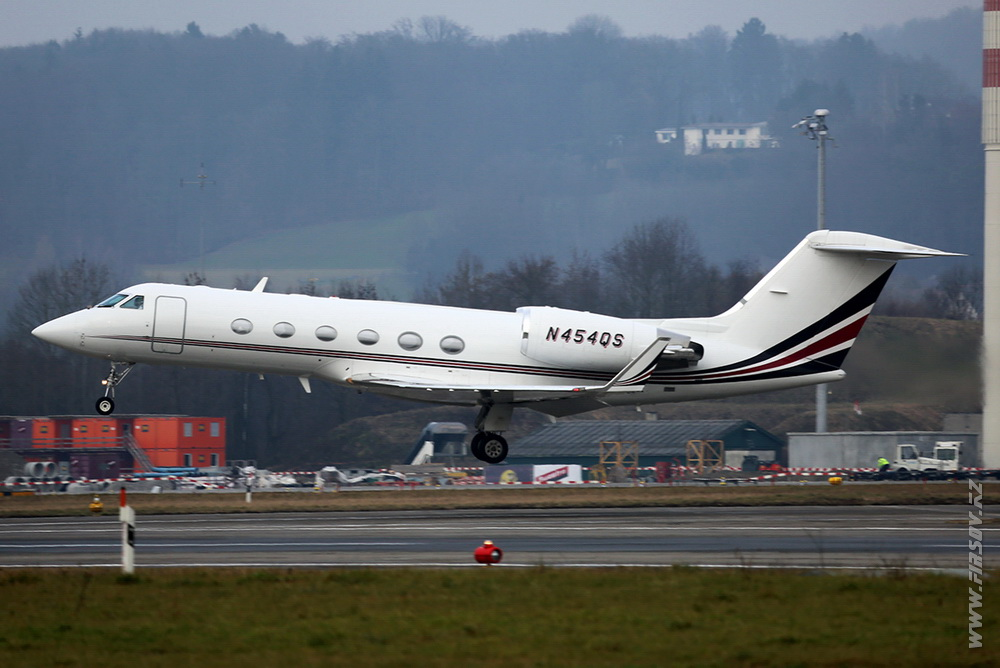 Gulfstream_IV_N454QS_Private_1_ZRH.JPG