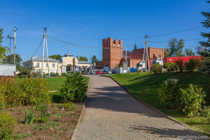 Спасские ворота и Преображенский храм, Полотняный завод