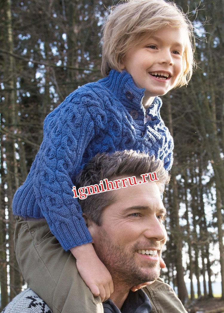Для мальчика 3-14 лет. Синий теплый пуловер с косами. Вязание спицами