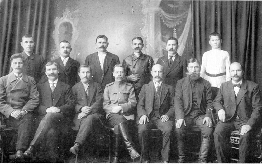 Специалисты с Охтинского завода взрывчатых веществ. 1912