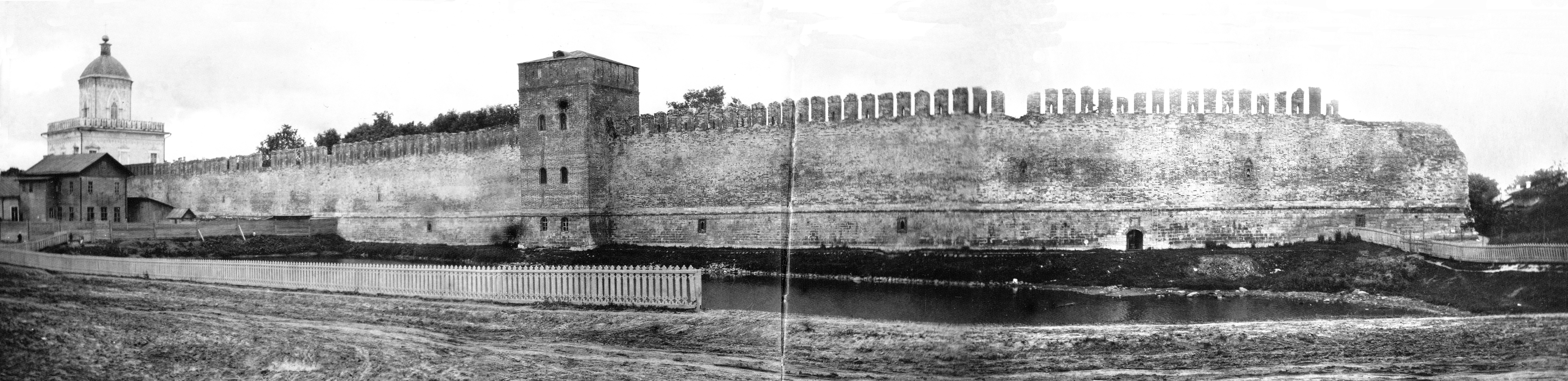 Молоховские ворота и Моховая башня