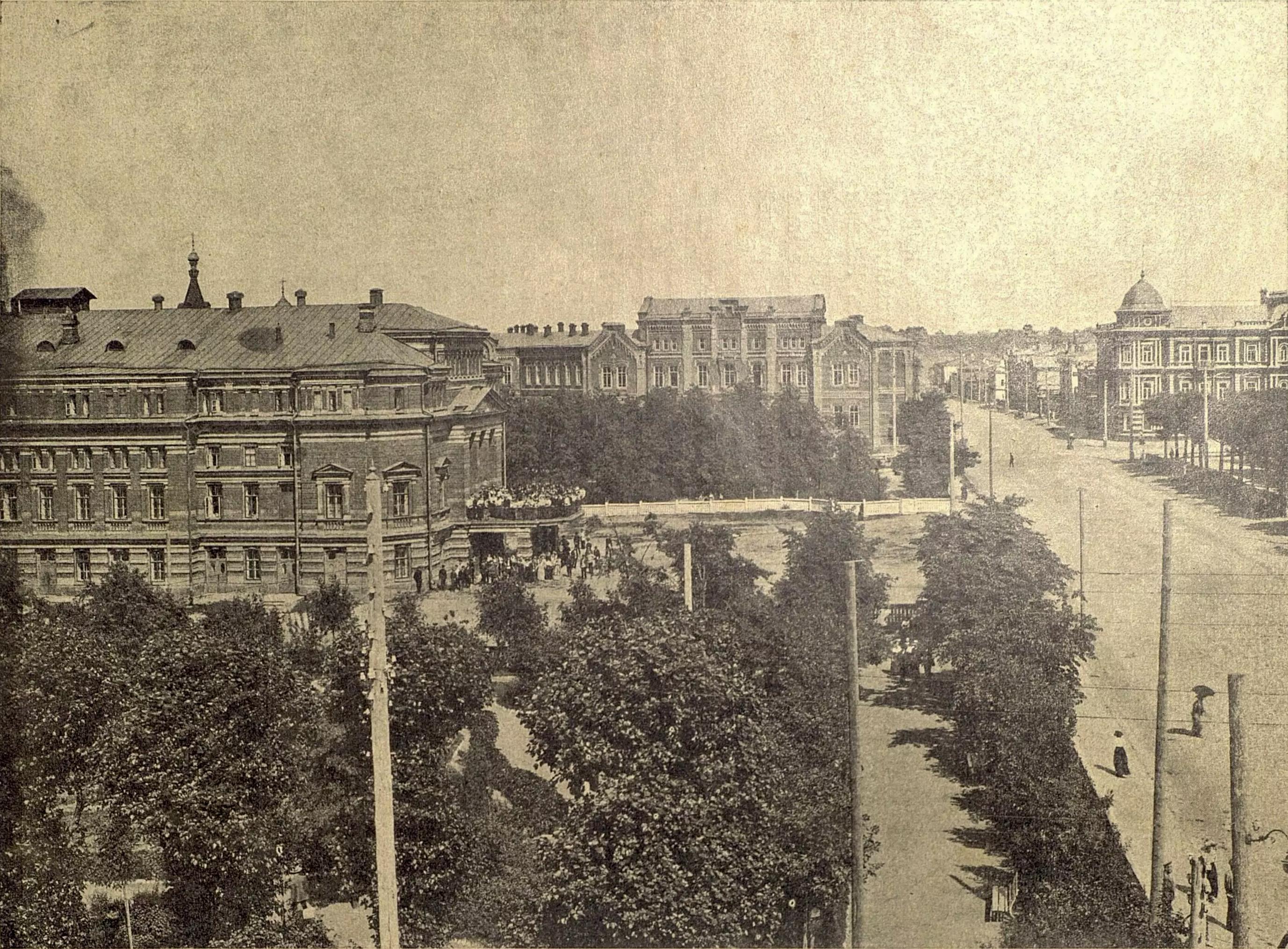 Театральная площадь. Театр, Мариинская Женская гимназия и частные домовладения