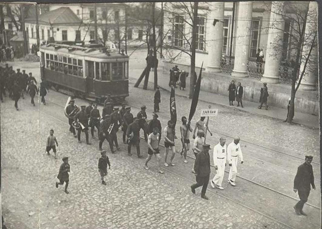 1930-е. Динамовцы на физкультурном параде