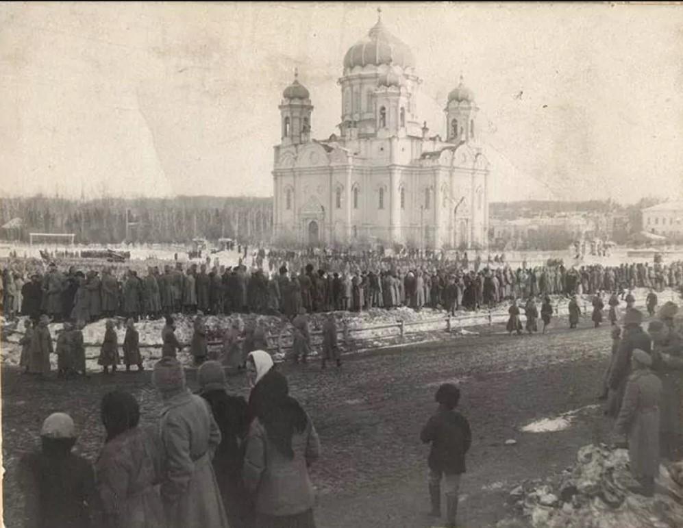Манифестация Сибирского саперного полка 7 марта