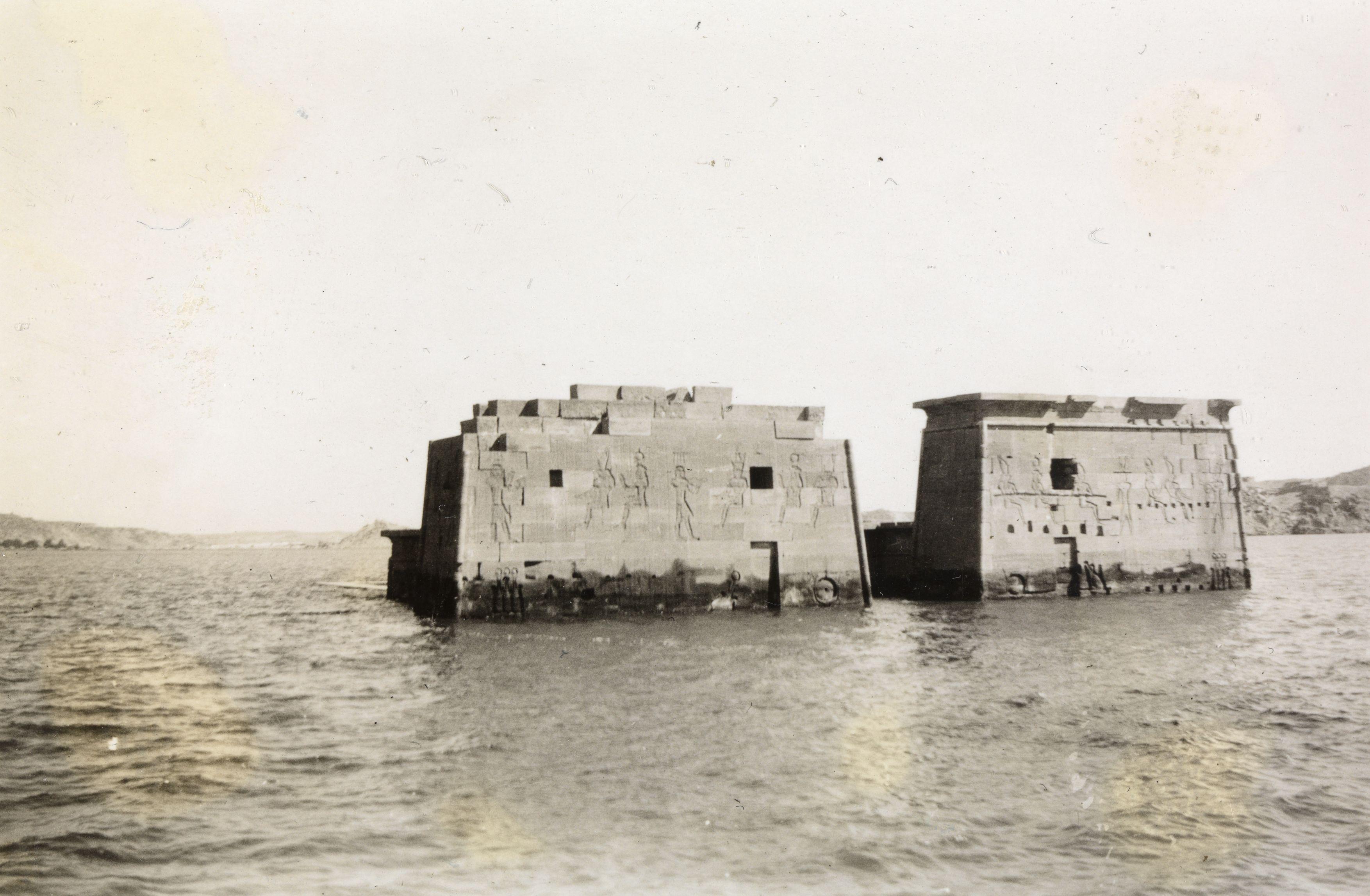 Филе. Затопленные руины