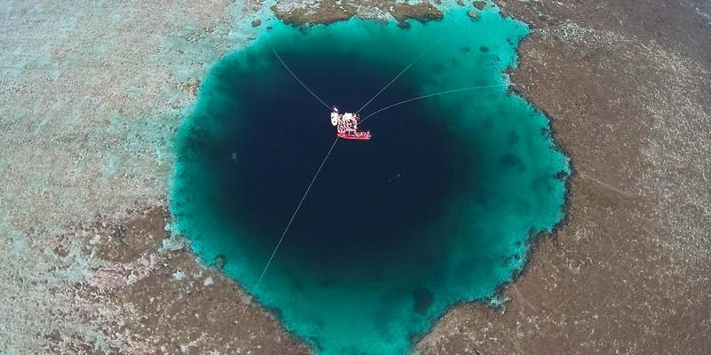 Самая большая голубая дыра в мире
