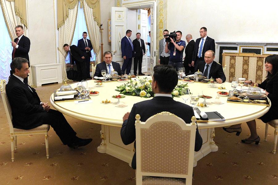 Встреча Путина с Саркози, 15.06.16.png