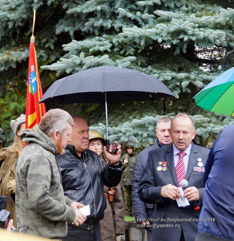 Захоронение найденных поисковиками красноармейцев в с.Троицкое