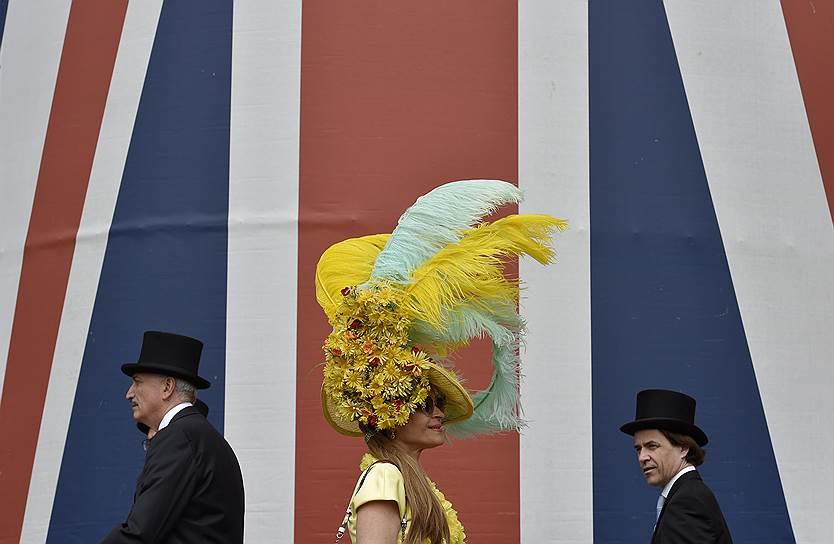 «День леди»: парад шляпок на скачках Royal Ascot 2016 0 165a34 e1f4032d orig